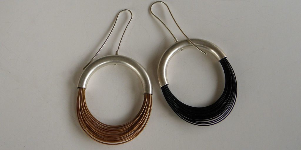 862 - Black Gold Or Silver Color Wire Earrings