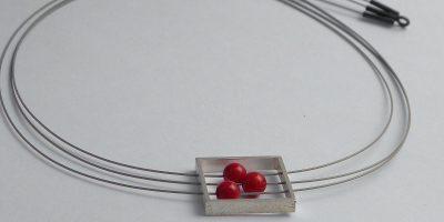 902 - Three Corals In Square Necklace