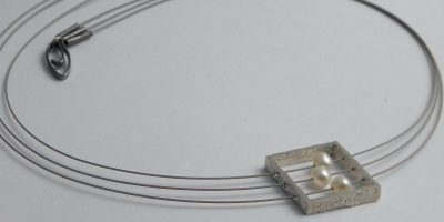903 - Three Pearls In Square Necklace