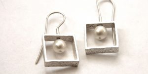 934 - Small Square With Pearls Earrings