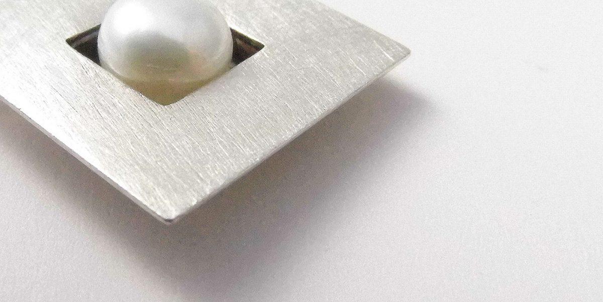 173 Single Pearl Square Pendant