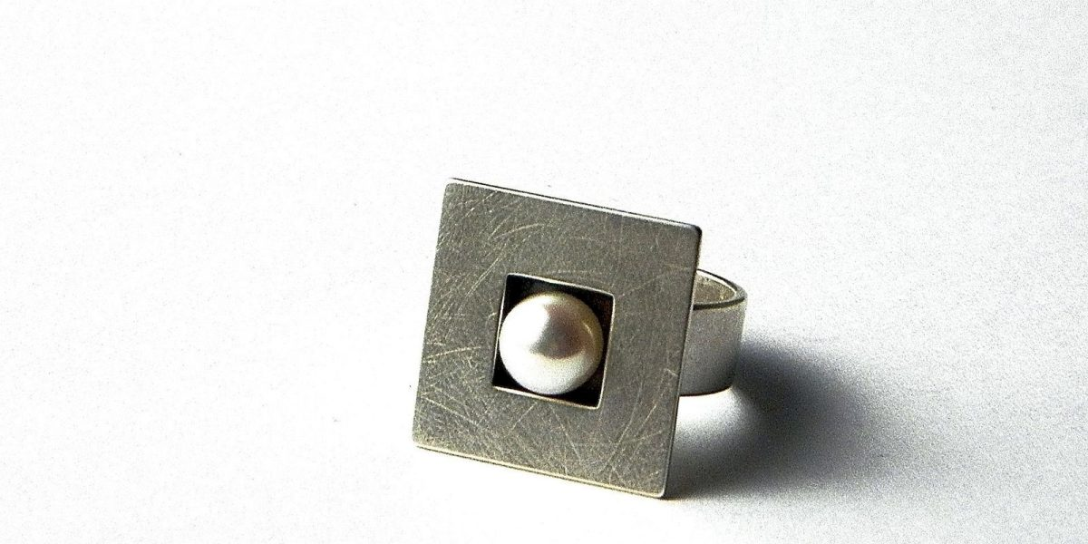 174 - Square Pearl Ring