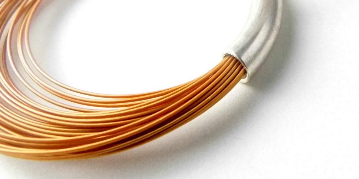 862 Sleek Wire Earrings Gold
