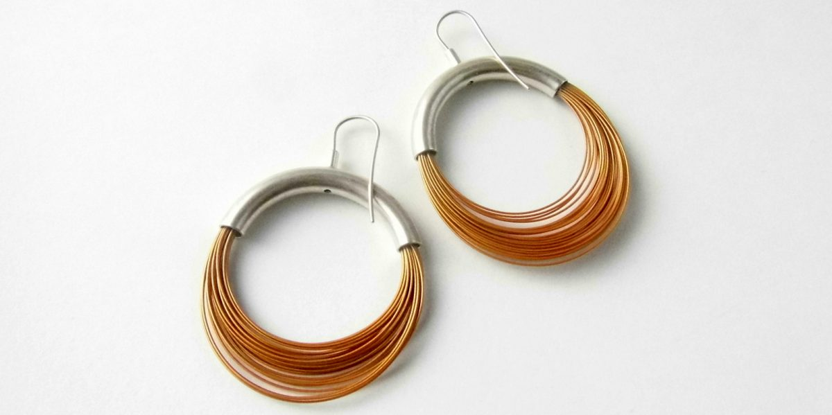 862 Sleek Wire Earrings Gold