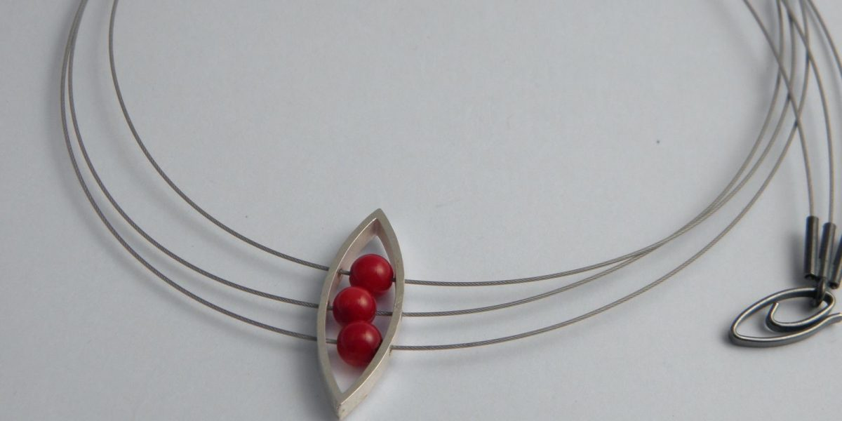 906 - Three Corals In Almond Necklace