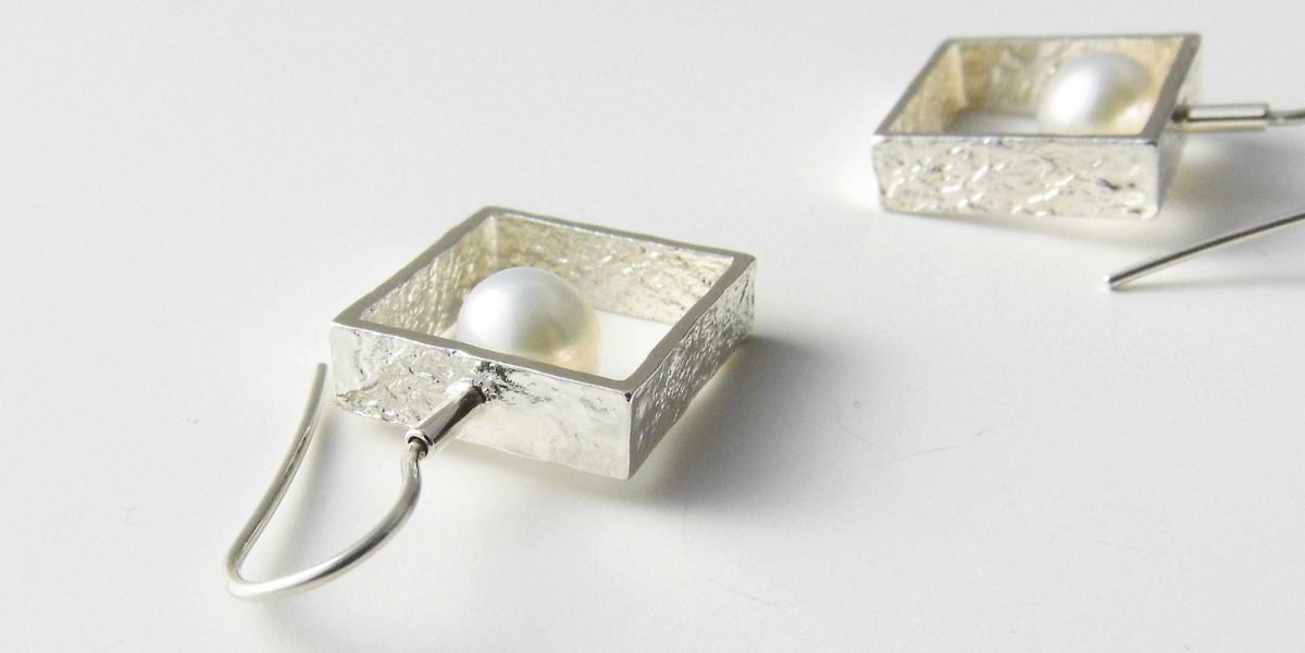 934 Framed Pearl Earrings