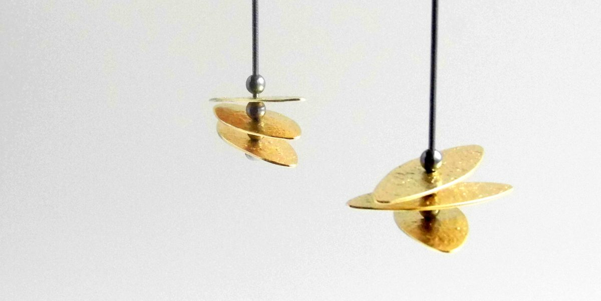 942 Flexible Tiered Disc Earrings Gold