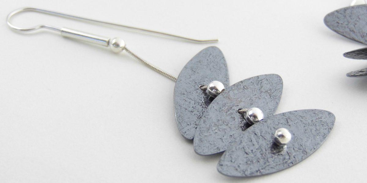 942 Flexible Tiered Disc Earrings Oxidized